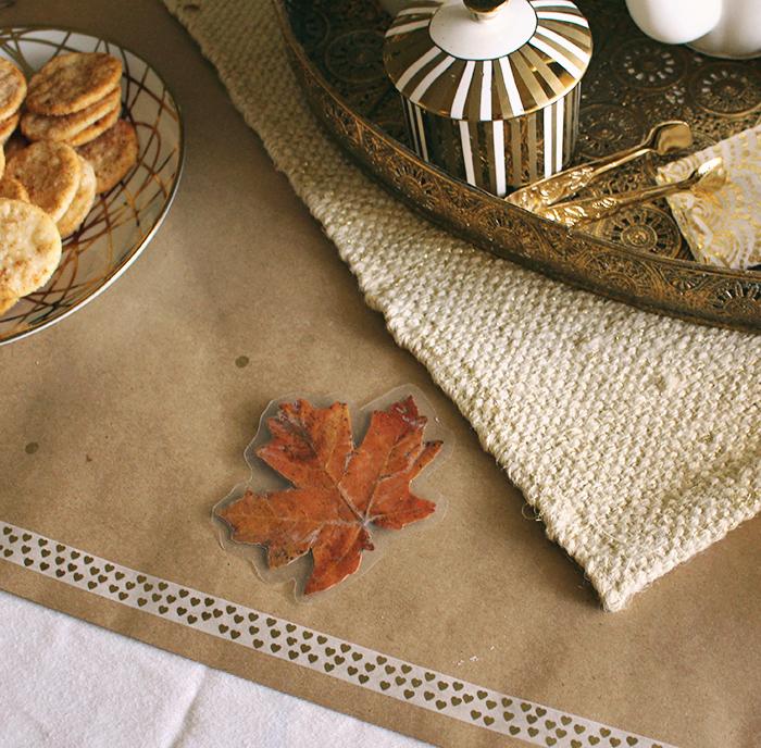 Thanksgiving table using kraft paper